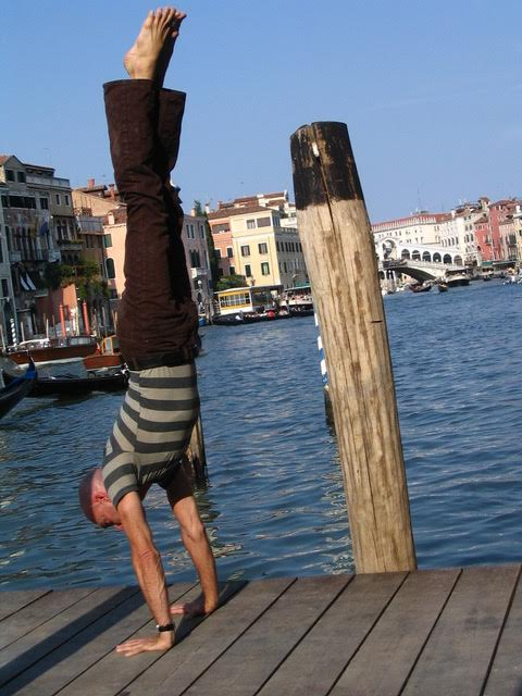 David Moreno - Handstand in Venice